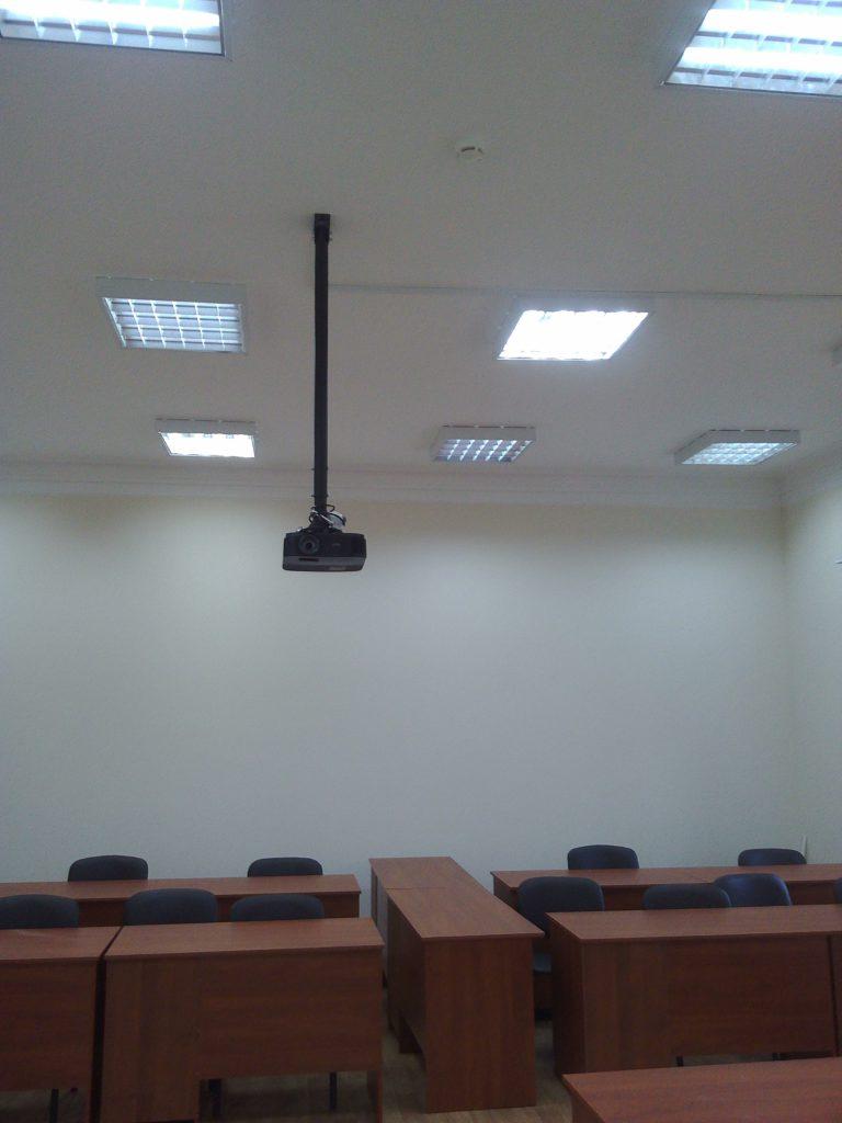 Проектор в аудиторию
