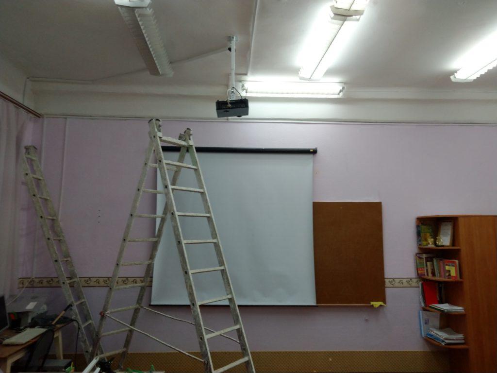 Монтаж проектора и экрана в Саратове