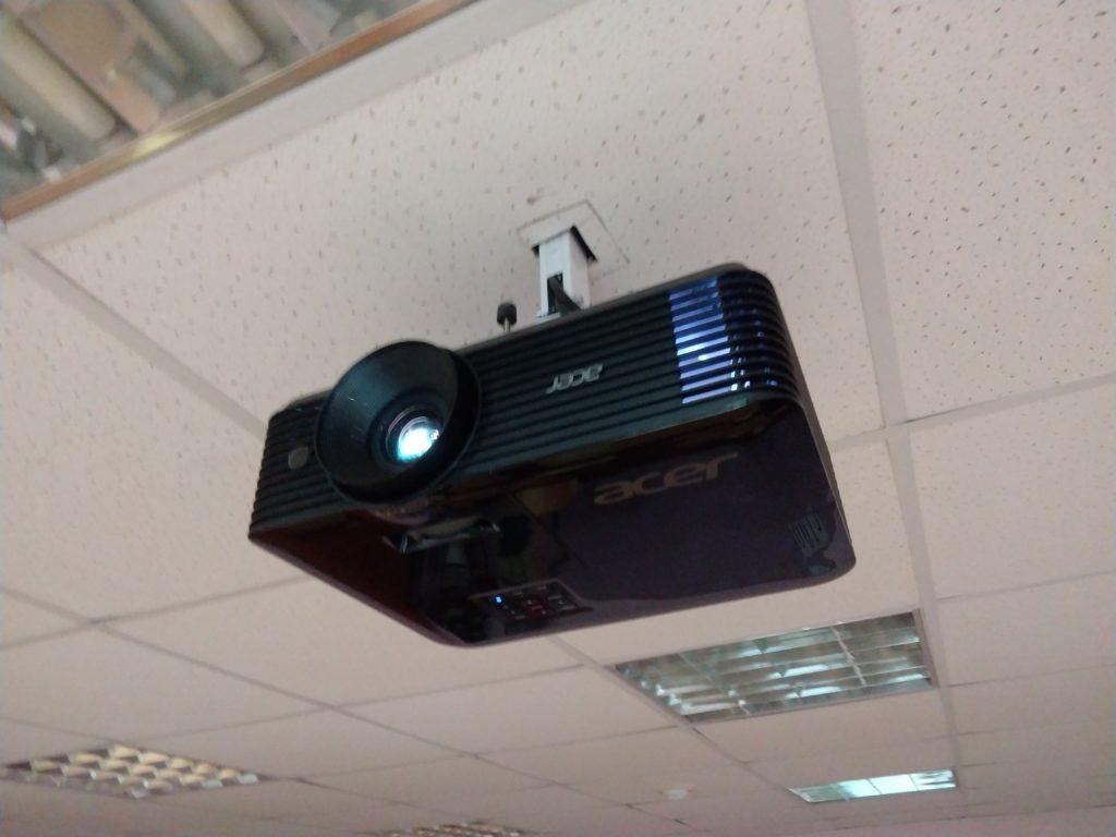 Проектор в школу