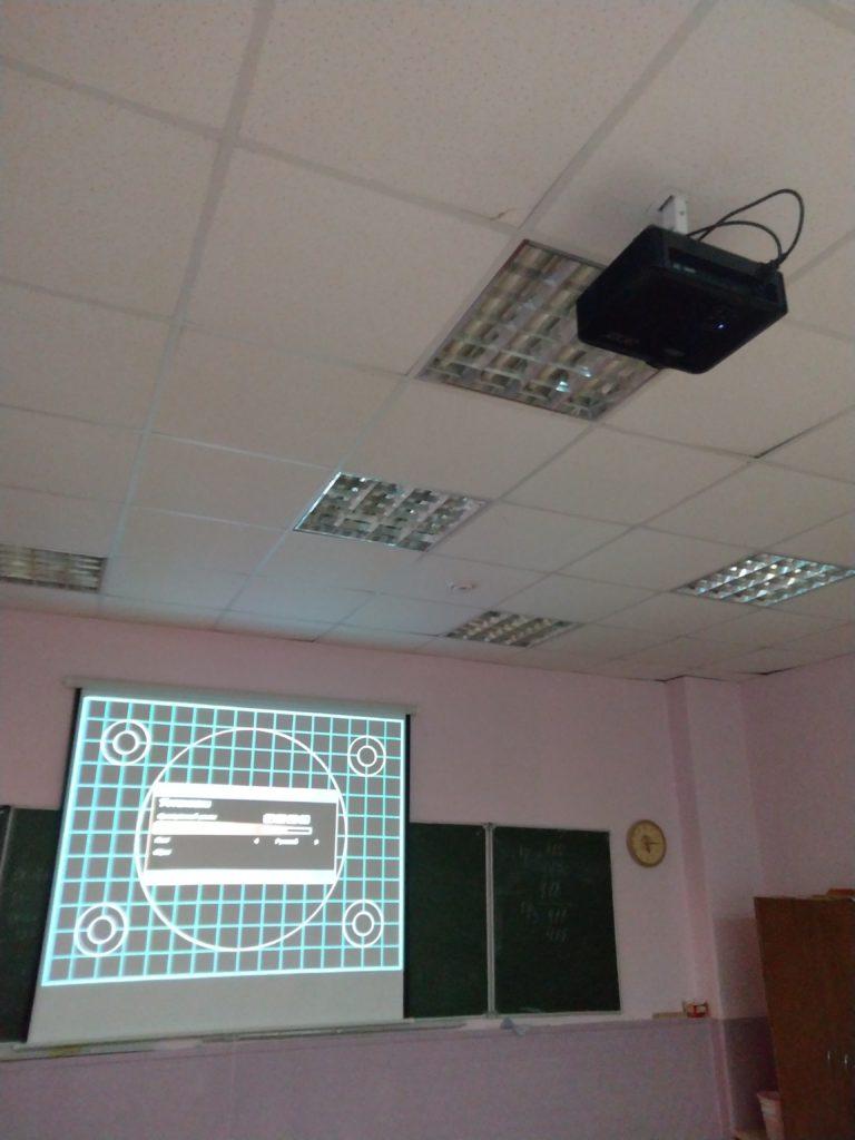 Проектор под потолок